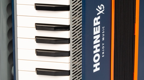 Discover the HOHNER XS